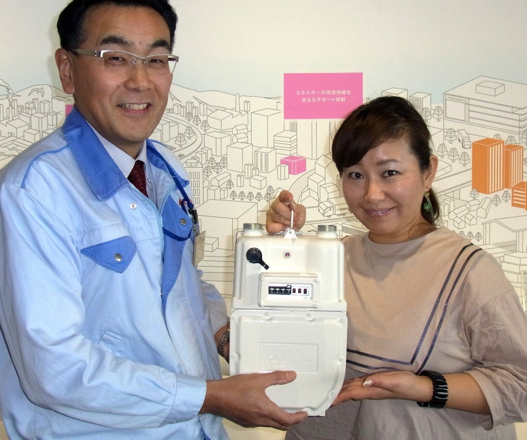 愛知時計電機はエコ意識の高いガスメーターの会社! 左は経営企画室の田中豊さん