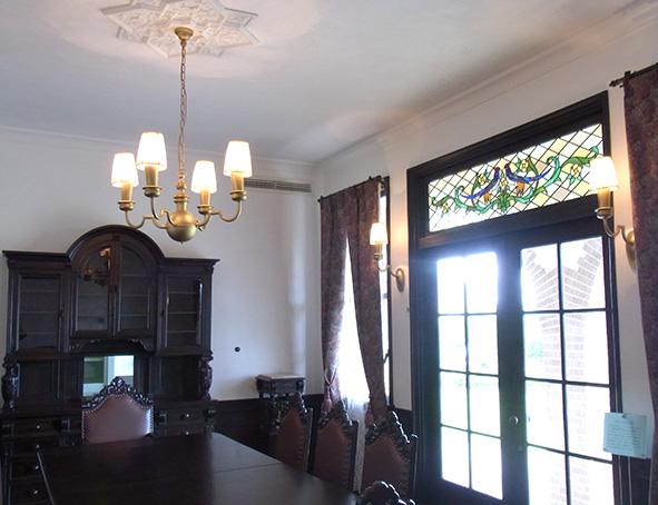 ステンドグラスが美しい食堂